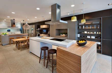 Oxford Showroom: modern Kitchen by Kitchen Architecture
