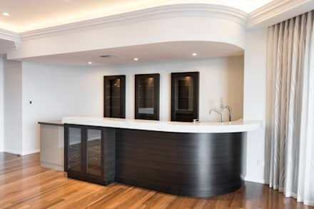 Theatre Room with Bar: classic Media room by Moda Interiors