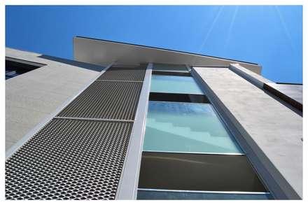 Finestre porte in stile moderno homify - Lombardi immobiliare ...