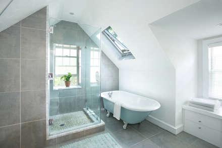 Klaw House: minimalistic Bathroom by Metcalfe Architecture & Design
