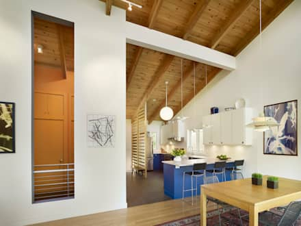 Spence House:  Built-in kitchens by Metcalfe Architecture & Design