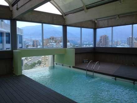 Piscina Hotel Marina Las Condes - Año 2012: Hoteles de estilo  por MSGARQ