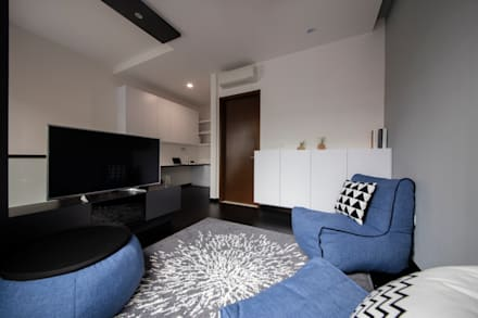THE PROMENADE @ PELIKAT: minimalistic Living room by Eightytwo Pte Ltd