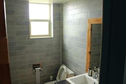 modern Bathroom by 쉬폰