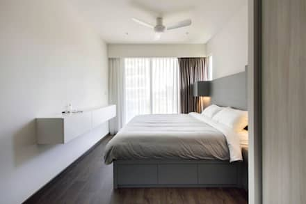 CITYLIFE @ TAMPINES: minimalistic Bedroom by Eightytwo Pte Ltd