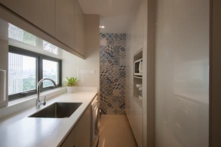 THE SKYWOODS:  Built-in kitchens by Eightytwo Pte Ltd