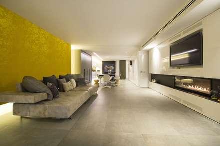 Interior Casa Particular: Comedores de estilo minimalista de Luxiform Iluminación