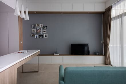 THE GREENWICH: scandinavian Living room by Eightytwo Pte Ltd