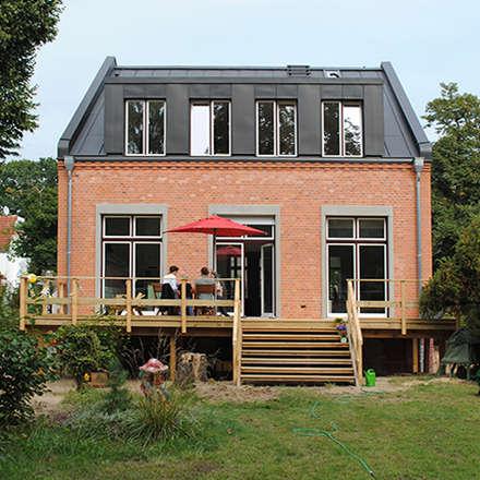 Sanierung in Berlin:  Einfamilienhaus von Nailis Architekten