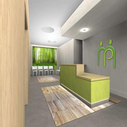 """Render della sala d'attesa  con reception, """"scatole"""" in legno e """"finestra sul verde"""": Ingresso & Corridoio in stile  di VITAE DESIGN STUDIO"""