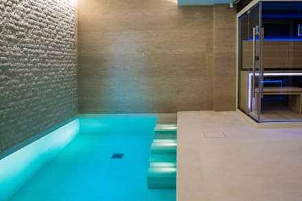 Piscine a laghetto in stile  di London Swimming Pool Company