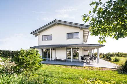 Ausgefallene Stadtvilla mit mediterranem Flair:  Villa von wir leben haus