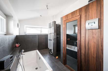 Ausgefallene Stadtvilla Mit Mediterranem Flair: Ausgefallene Badezimmer Von  Wir Leben Haus