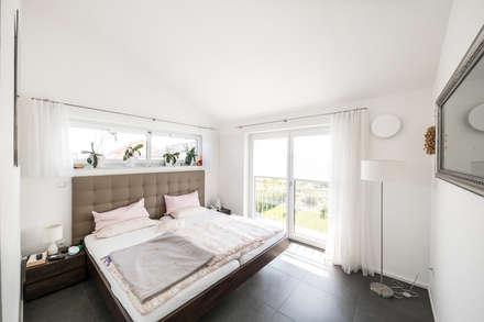 Ausgefallene Stadtvilla Mit Mediterranem Flair: Moderne Schlafzimmer Von  Wir Leben Haus