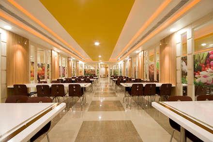 K S B. Pumps, Canteen, Pune.: modern Dining room by Spaceefixs