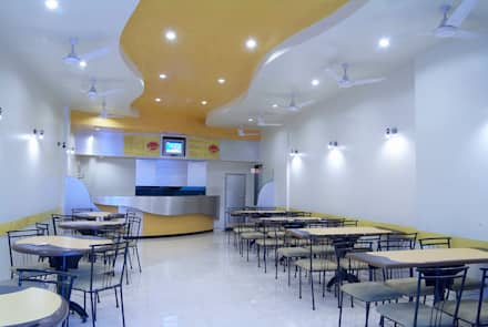 Chick Bite- Fast Food, Pune.: modern Dining room by Spaceefixs