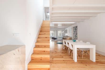 Apartamento T2 | Alojamento Local: Salas de jantar modernas por João Boullosa