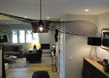 Chic & graphique à Cambo-les-Bains: Salle à manger de style de style Moderne par UN AMOUR DE MAISON