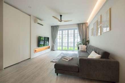 EASTWOOD GREEN 2: scandinavian Living room by Eightytwo Pte Ltd