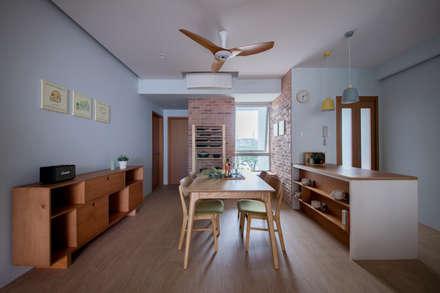 THE STELLAR: scandinavian Dining room by Eightytwo Pte Ltd