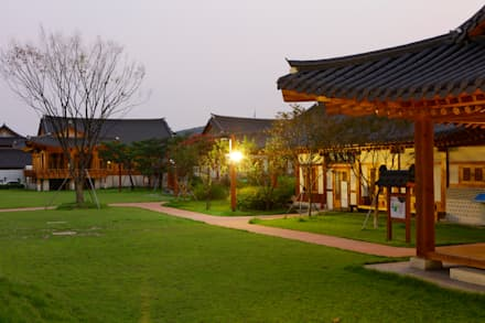 장안문 문화시설 (전통식생활체험관 및 예절교육관): 여유당건축사사무소의  전시장