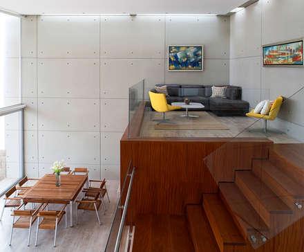 CASA TERRAZA: Salas / recibidores de estilo moderno por Chetecortes