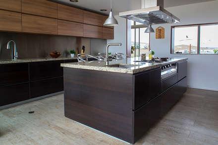 CASA TERRAZA: Cocinas de estilo moderno por Chetecortes