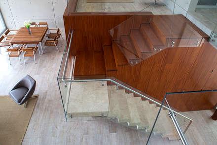 CASA TERRAZA: Escaleras de estilo  por Chetecortes