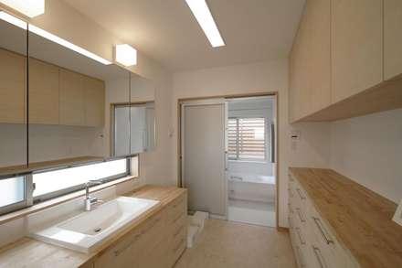 新井町の家: 空間設計室/kukanarchiが手掛けた浴室です。