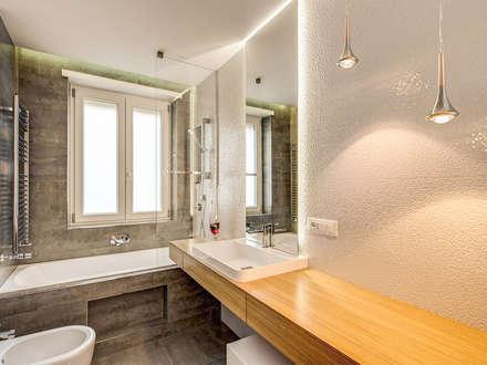 OJETTI: Bagno in stile in stile Moderno di MOB ARCHITECTS