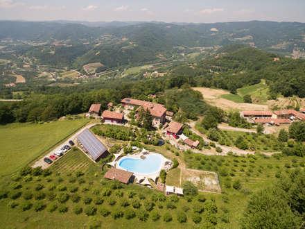 Cascine Crema da drone (fotografia aerea): Casa di campagna in stile  di Andrea Chiesa è Progetto Immagine