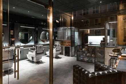 Barbería Shave the Sailor en Vigo: Suelos de estilo  de V&BA estudio