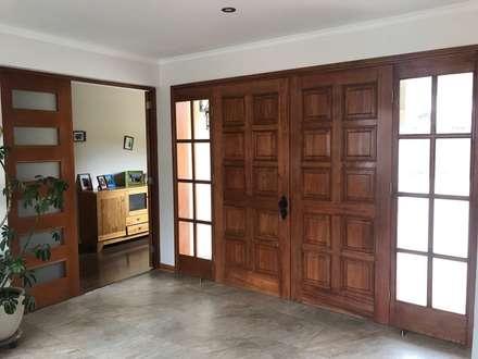 Puerta de acceso: Puertas de estilo  por Área Urbana Arquitectos SpA