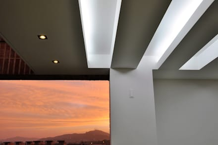 Loma Linda: Terrazas de estilo  por RRA Arquitectura
