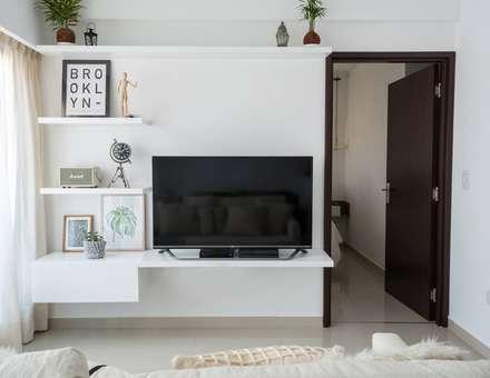 industrial Living room by Bhavana