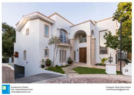 Casas ecológicas de estilo  por Excelencia en Diseño
