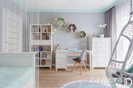 Dom pod Warszawą: styl , w kategorii Pokój dziecięcy zaprojektowany przez ZAWICKA-ID Projektowanie wnętrz