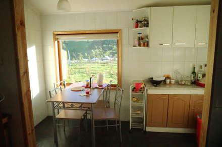 Casa Las Lomitas de Panguilemu: Cocinas equipadas de estilo  por casa rural