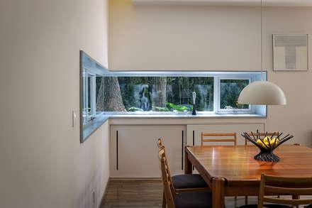 Casa Nirau: Ventanas de estilo  de PAUL CREMOUX studio