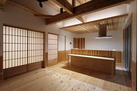 キッチン: 松井設計が手掛けたキッチンです。