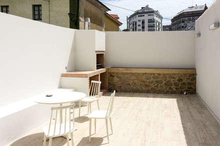 UNIFAMILIAR EN LOS MALLOS: Terrazas de estilo  de ESTUDIO BAO ARQUITECTURA