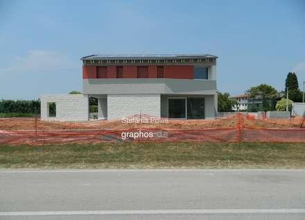 Casa DEIL: Tetto in stile  di GRAPHOS_DS