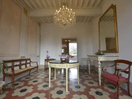 Il locale ingresso: Ingresso & Corridoio in stile  di Marco Baldacci Architetto