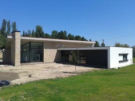 Casa J: Casas mediterrânicas por Vasco & Poças - Arquitetura e Engenharia, lda