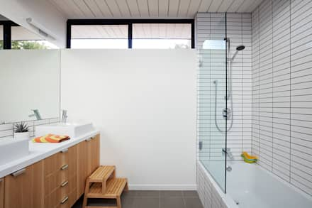 Mid-Mod Eichler Addition Remodel by Klopf Architecture: modern Bathroom by Klopf Architecture