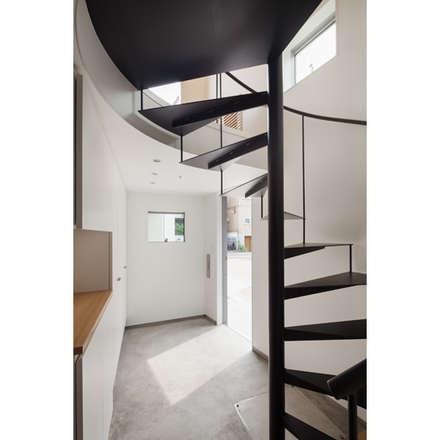螺旋階段: 有限会社角倉剛建築設計事務所が手掛けた階段です。