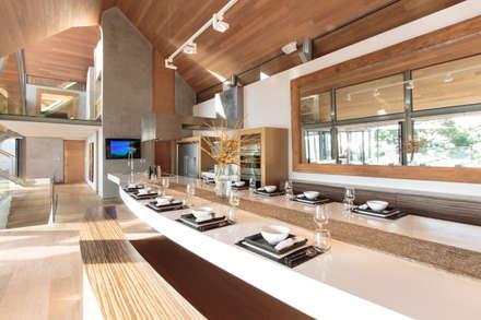 Villa Saengootsa : modern Kitchen by Original Vision
