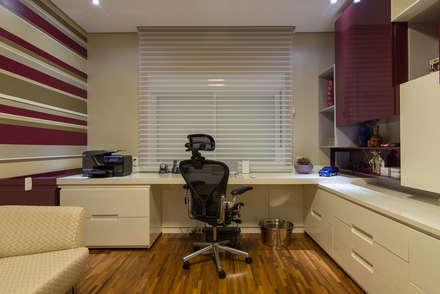 modern Study/office by Camila Tiveron Arquitetura