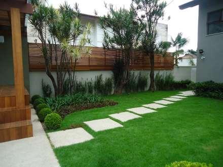 modern Garden by Camila Tiveron Arquitetura