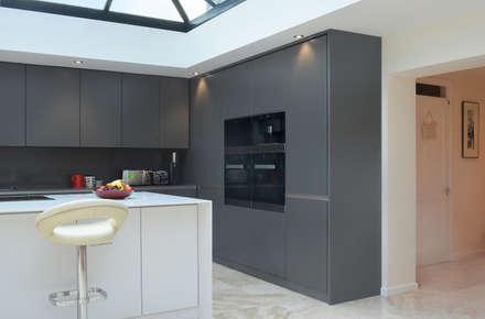 45 St Michaels: Minimalistic Kitchen By Kuche Design